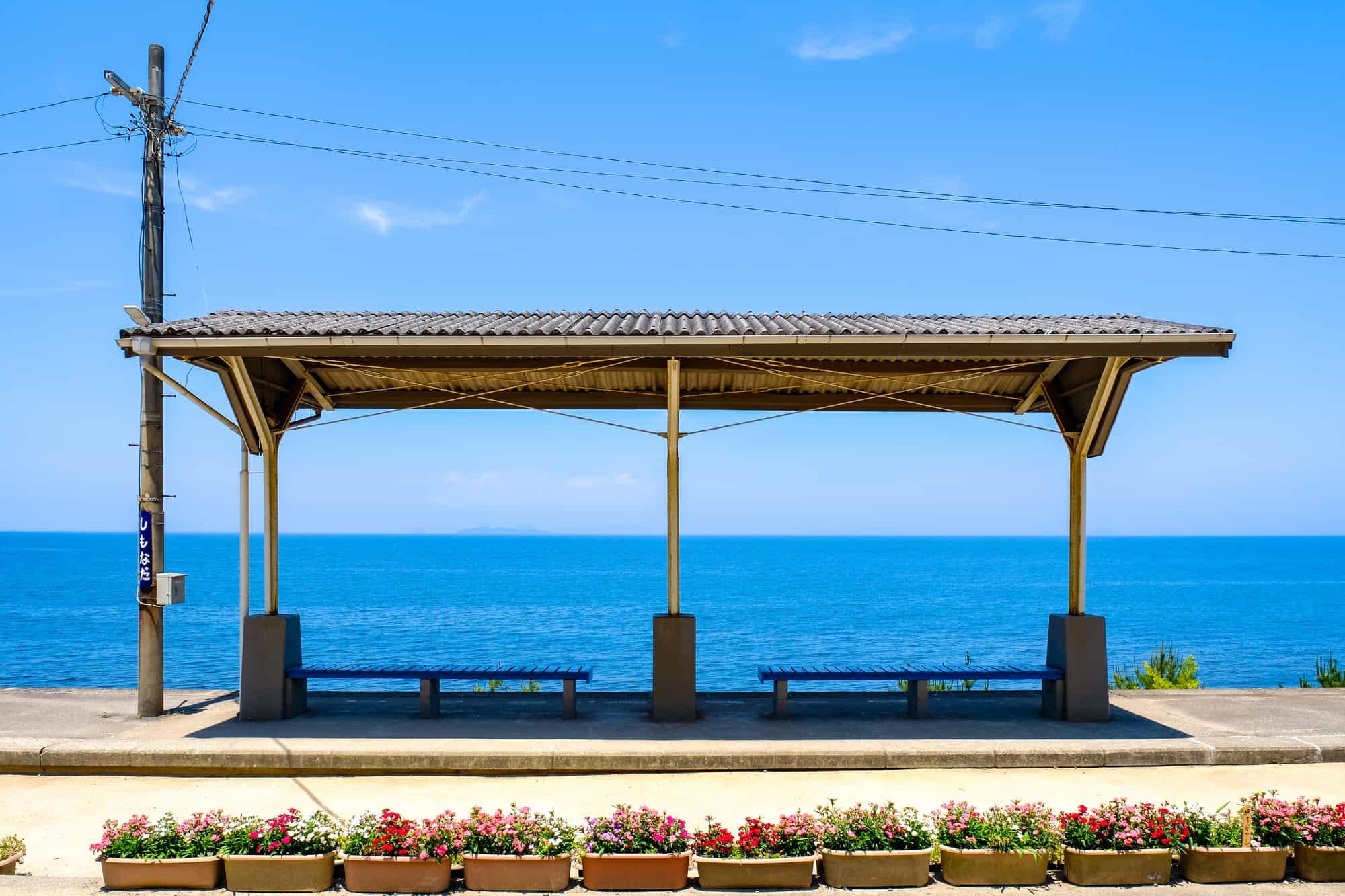 面海而建的下灘站