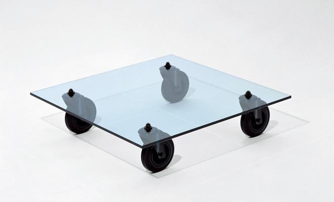 何にでも、いつまでも使えるテーブル