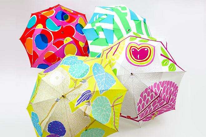カラフルなテキスタイルで魅せる、コーデの主役にしたい傘