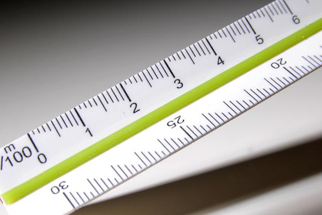 きちんと伝えるために工夫する:三角スケール快段目盛 建築士用 15cm