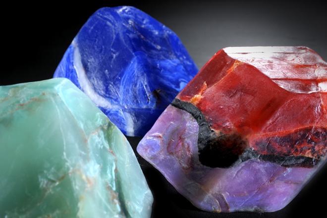 宝石の色は、贅沢な色