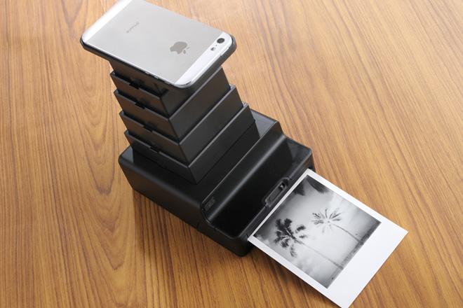 デジタル画面をアナログ写真として複製する「インスタント ラブ」