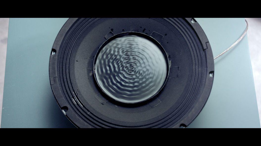 【見えるサウンド】あらゆる科学技術で音楽を「可視化」したMVがヤバい!
