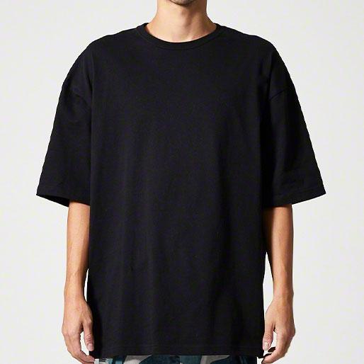 ビッグシルエットTシャツの着用写真