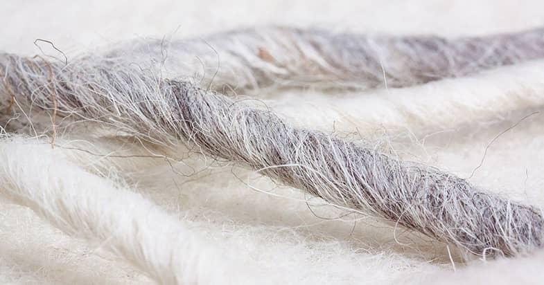 天然繊維と化学繊維のスポーツタオルの特徴とは?