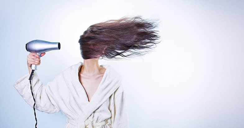 1日で抜ける髪の毛の本数はいくつくらい?