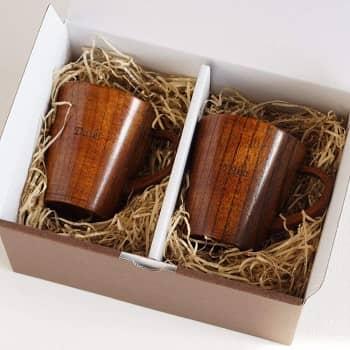 参照:名入れギフト専門店 きざむ 木製マグカップペアセット 240ml
