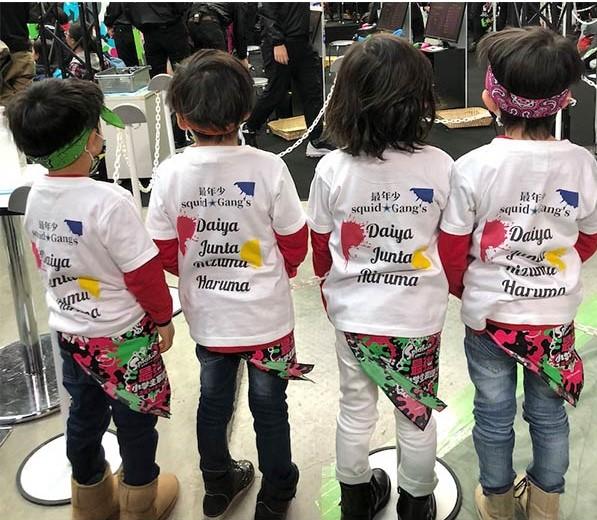 定番Tシャツはサークルの仲間や職場の同僚、仲間たち、そして家族と一緒に着るのがおすすめ!