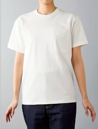 オープンエンドマックスウェイトバインダーネックポケットTシャツの着用イメージ:モデル 身長165cm ホワイト Sサイズ着用