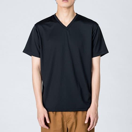 スポーツドライVネックTシャツの着用イメージ:モデル:身長184cm、ブラック/Lサイズ着用