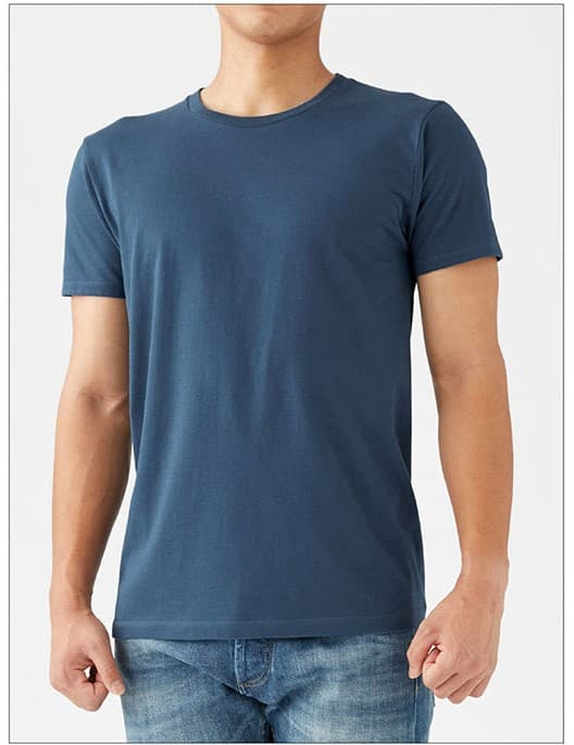 スリムフィットTシャツの着用イメージ:男性モデル 身長175cm Mサイズ着用
