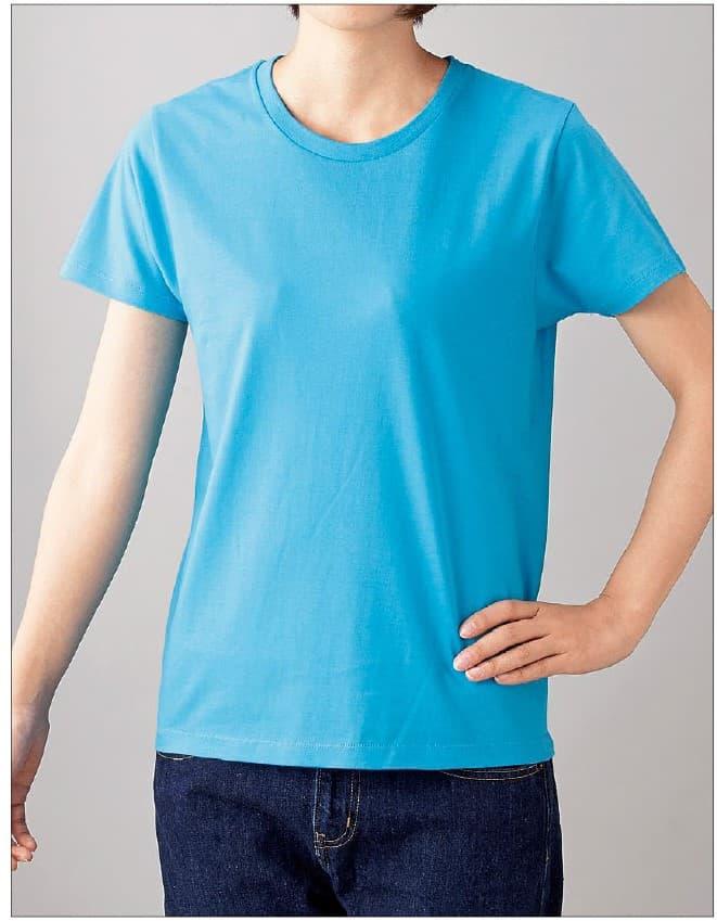 スリムフィットTシャツの着用イメージ:女性モデル 身長165cm Sサイズ着用