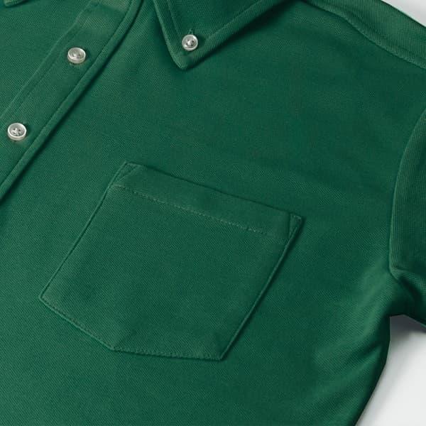 胸元のポケットがおしゃれを演出