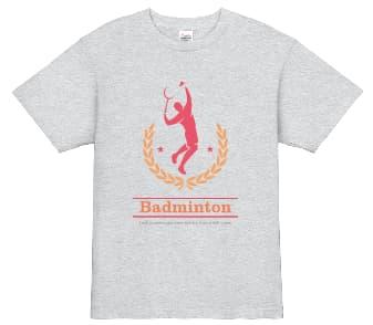 バドミントンのシャトルを打つところをシルエットにしたデザインのTシャツ