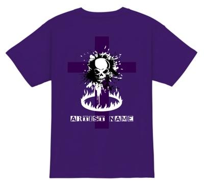 ドクロのバックプリントが鮮烈なバンドTシャツ