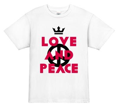 シンプルに印象づけるバンドTシャツ