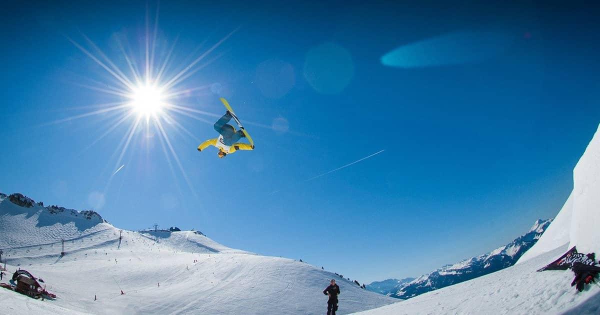 おしゃれ&機能的なスノーボード用のパーカーブランド5選