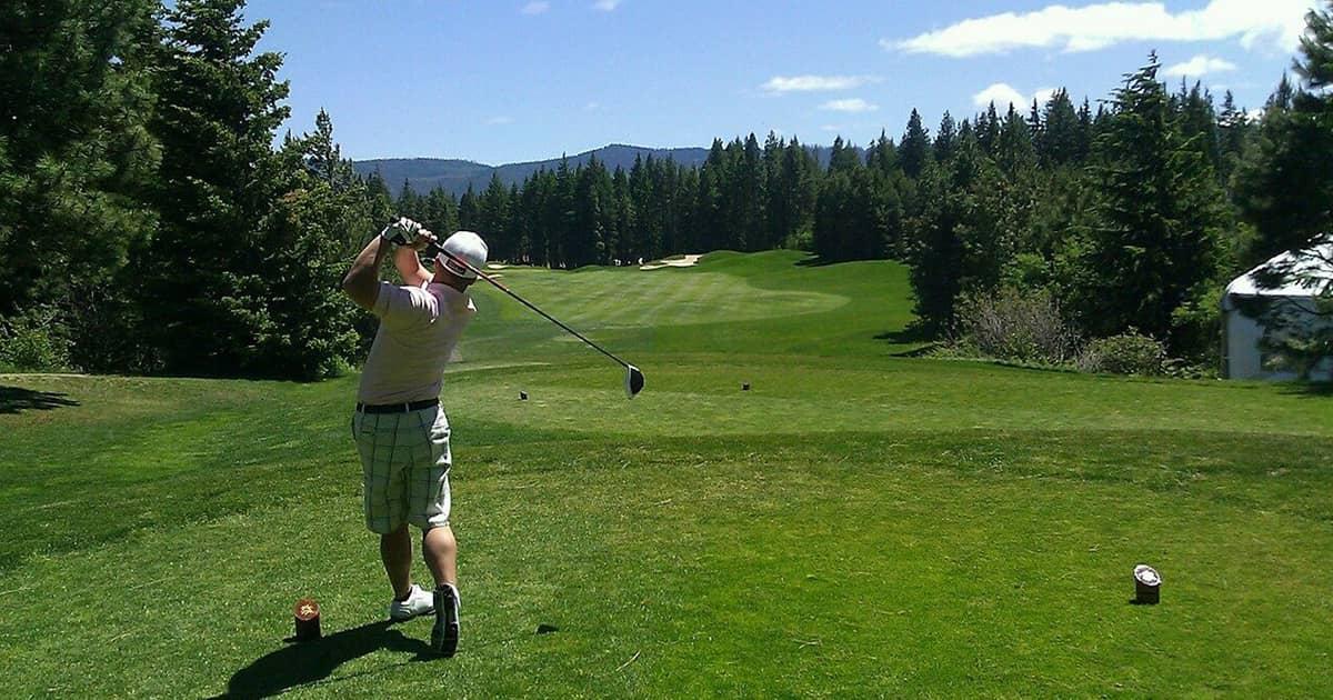 ゴルフウェアにパーカーは大丈夫?ゴルフ場でのマナーも併せて解説