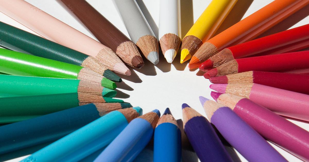 人の印象は服の色で決まる!?「色彩心理」と自分の似合う色が分かる「パーソナルカラー」
