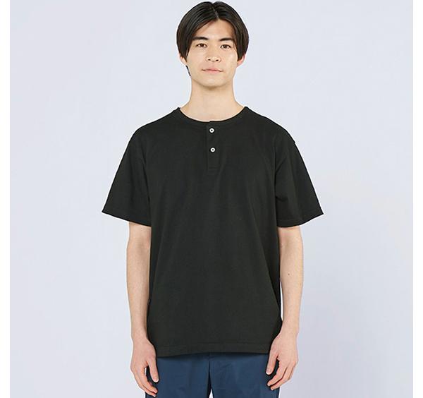 ヘビーウェイトヘンリーネックTシャツの着用正面_男性