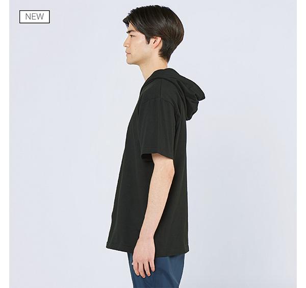 ヘビーウェイトフーディTシャツの着用側面_男性