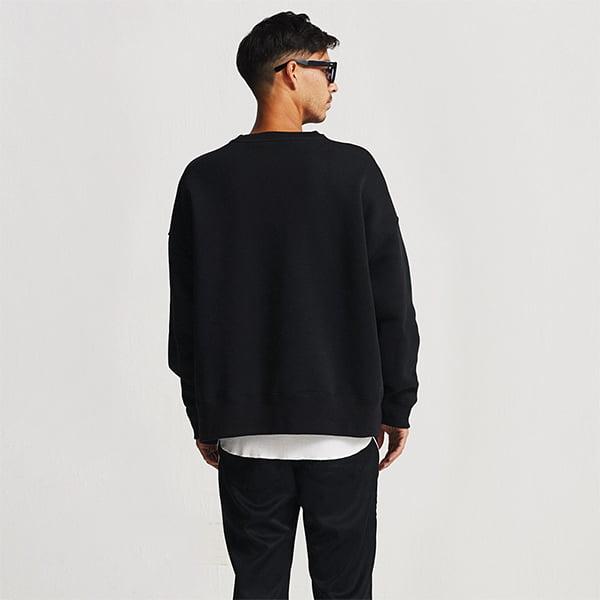 モデル身長182㎝/Lサイズ/ブラック着用/背面シルエット