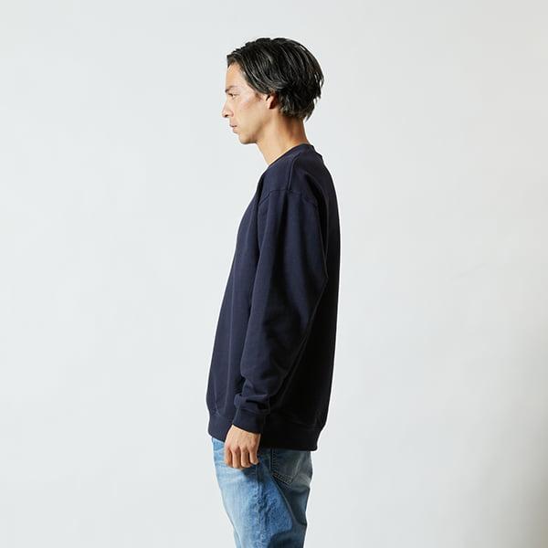 モデル身長182㎝/XLサイズ/ネイビー着用/サイドシルエット