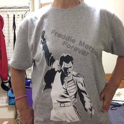 お友達が書いてくれた絵がTシャツに、それも1枚から作れるなんて、良い時代になりました。海外から取り寄せたTシャツは粗悪品で高く、ガッカリでした。 ありがとうございました。 また、作ります。【50代・女性・pekomama さん】