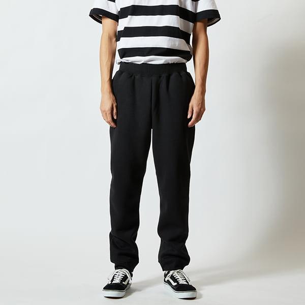 モデル身長182㎝/Lサイズ/ブラック着用/正面シルエット