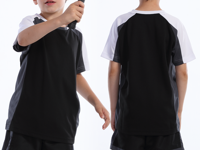 バドミントンシャツの着用写真 / ジュニアサイズ