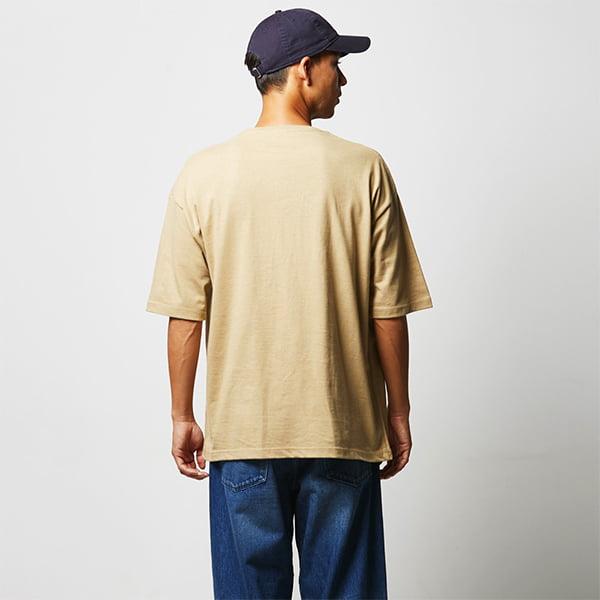 モデル身長182㎝/Lサイズ/サンドカーキ着用/背面シルエット