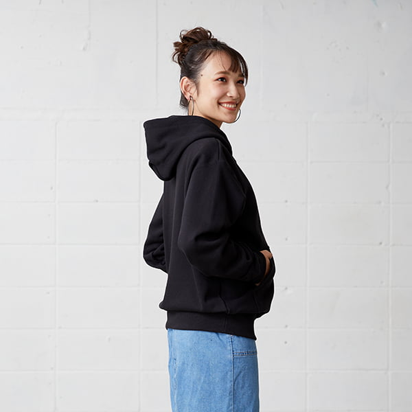 モデル身長163㎝/Sサイズ/ブラック着用/サイドシルエット