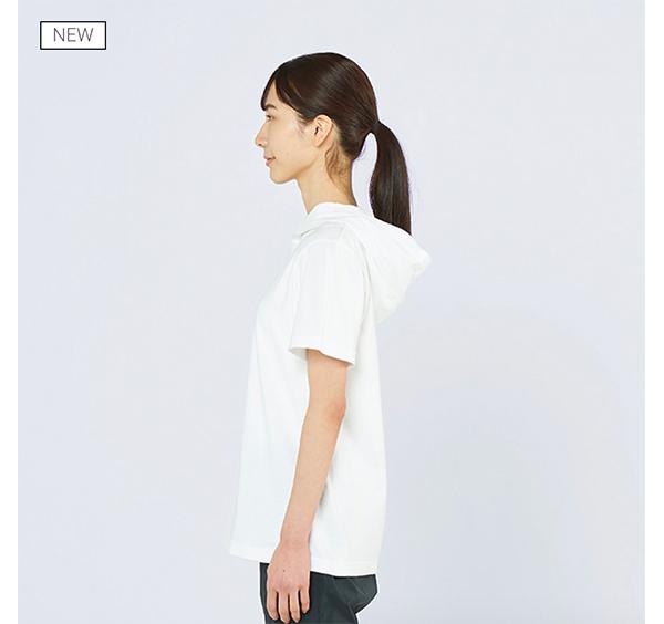 ヘビーウェイトフーディTシャツの着用側面_女性