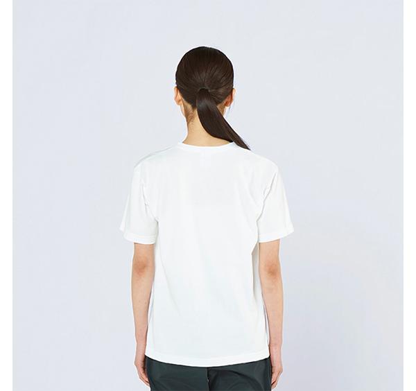 ヘビーウェイトヘンリーネックTシャツの着用背面_女性