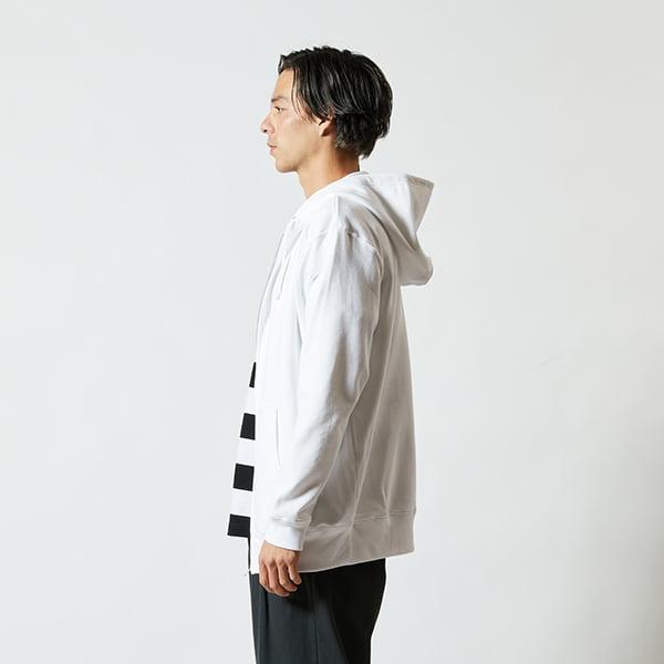 モデル身長182㎝/XLサイズ/ホワイト着用/サイドシルエット
