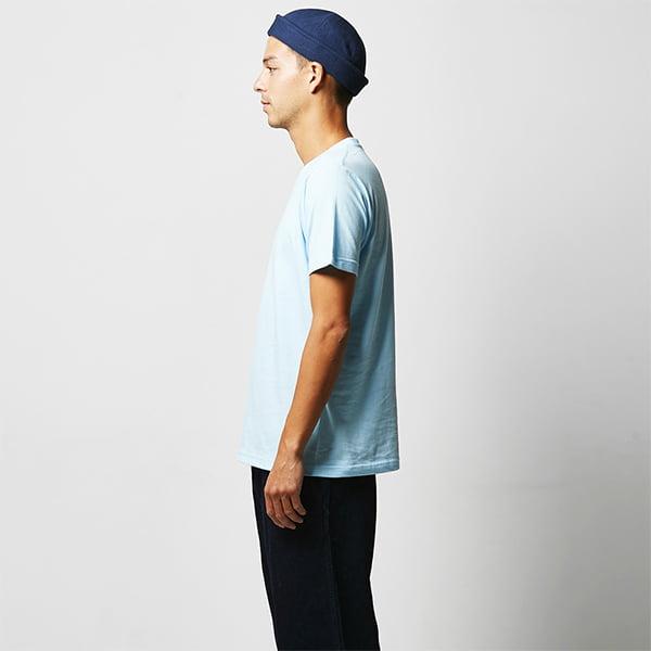 モデル身長182㎝/Lサイズ/ライトブルー着用/サイドシルエット