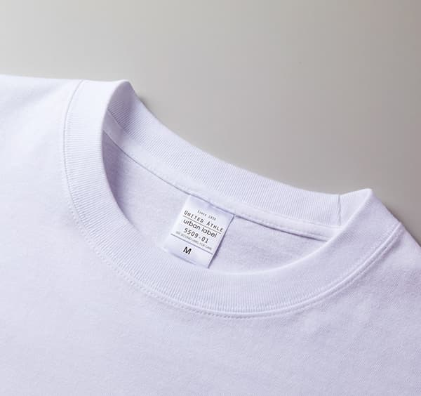 ビッグシルエットロングスリーブTシャツの襟周り