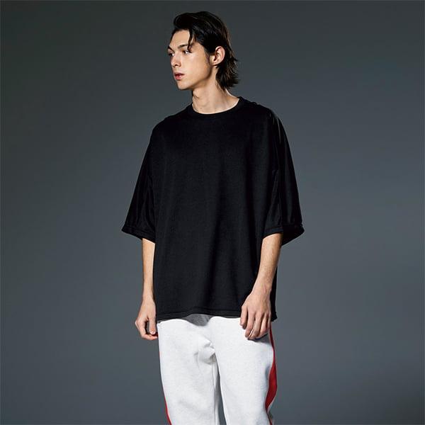 モデル身長184㎝/XLサイズ/ブラック着用