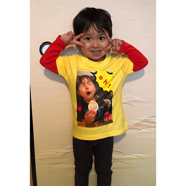 3歳の息子に去年から息子の顔入りオリジナルTシャツを誕生日に頼んでます。デザインも簡単に出来てとっても気に入っています。【40代・女性・マナママさん】