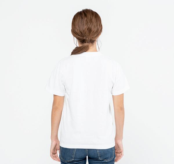 ヘビーウェイトポケットTシャツの背面着用_女性