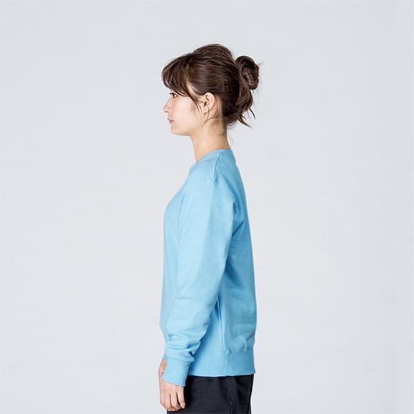 モデル身長161㎝/Sサイズ/ライトブルー着用/サイドシルエット