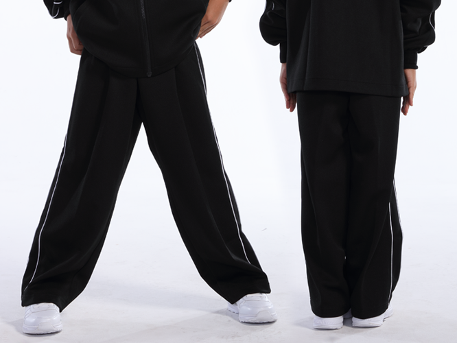 ブラック ジュニアサイズ着用 ※トップスは付属しておりません。