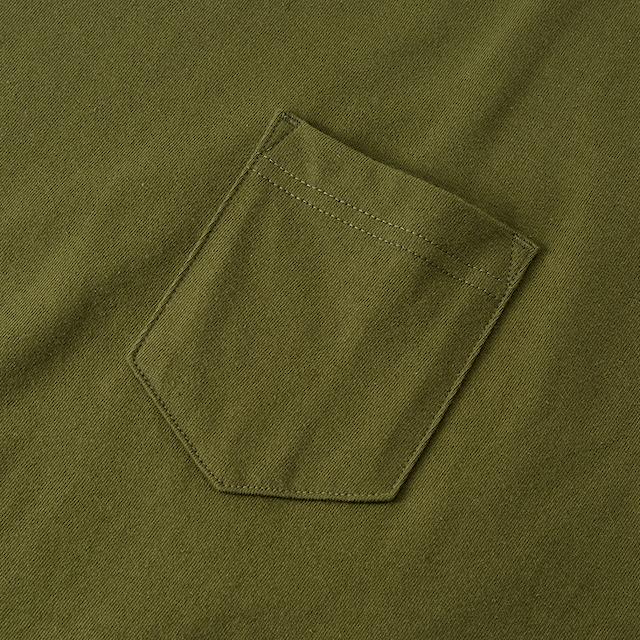 オーバーサイズTシャツのポケット(カーキ)