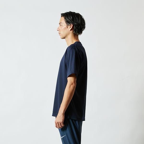 モデル身長182㎝/Lサイズ/ネイビー着用/サイドシルエット
