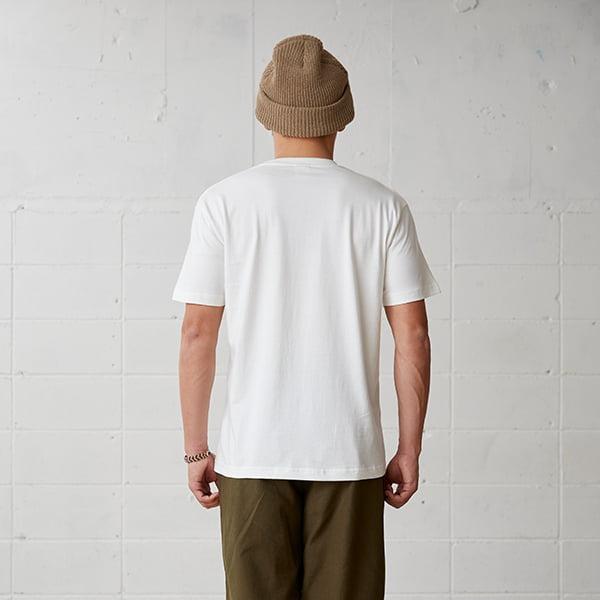モデル身長178㎝/Lサイズ/ナチュラル着用/背面シルエット