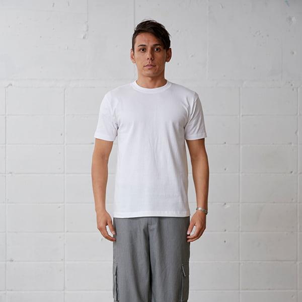 モデル身長178㎝/Lサイズ/ホワイト着用/正面シルエット
