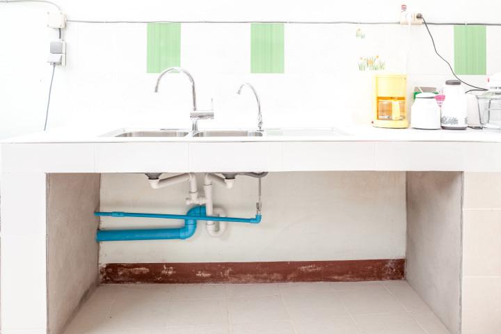 キッチン下のパイプスペース