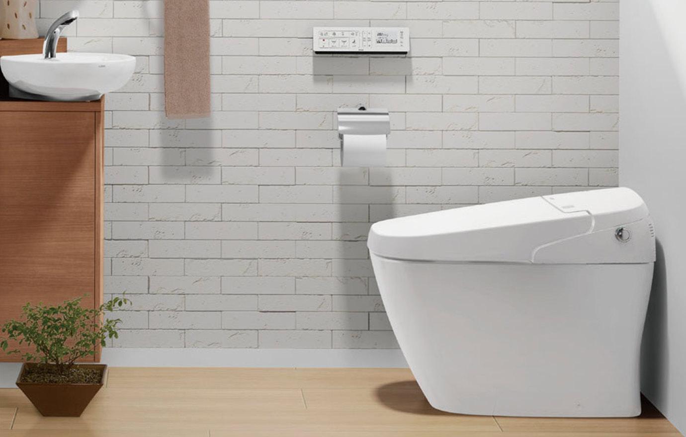 トイレのイヤなニオイの原因は壁と床?消臭に役立つリフォームプランを解説