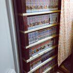【見せない収納】本棚にカーテンで目隠しして雑然とした部屋を一掃!のサムネイル画像