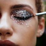 キラキラのアイシャドウなら、きらりと光る印象的な目元に!のサムネイル画像